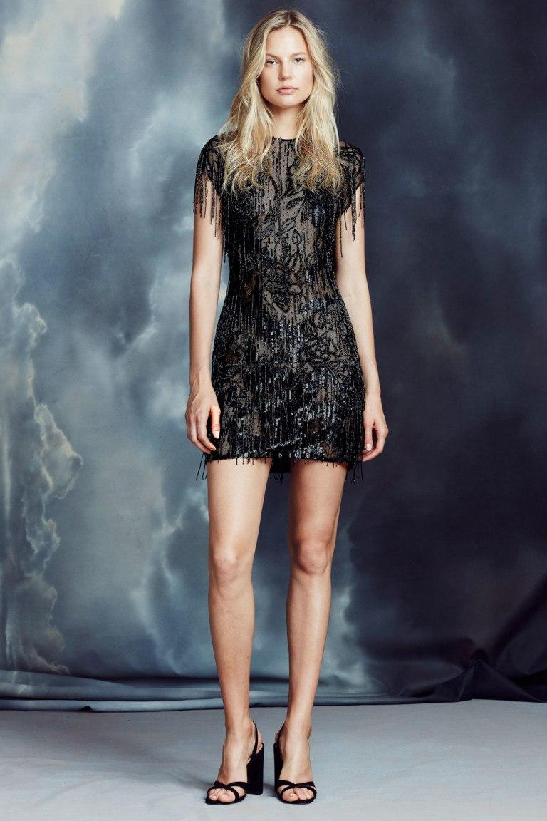 d7f60fd25a6 Носить черное теплое платье стилисты рекомендуют в дуэте с дерзкими  сапогами. Если вы хотите заставить прохожих оглядываться вслед