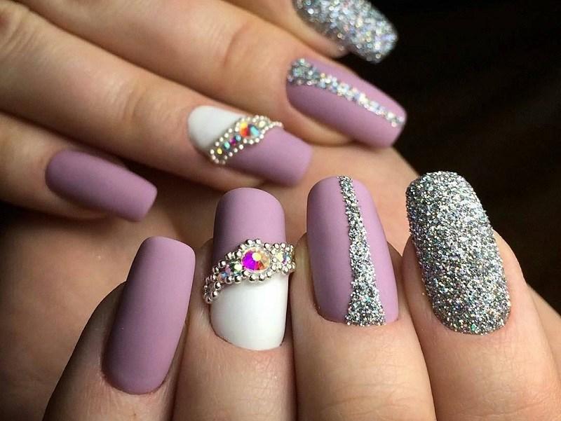 Нанесение блесток для ногтей