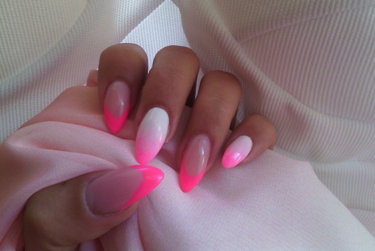 pink and white ombre nails - 1024×686
