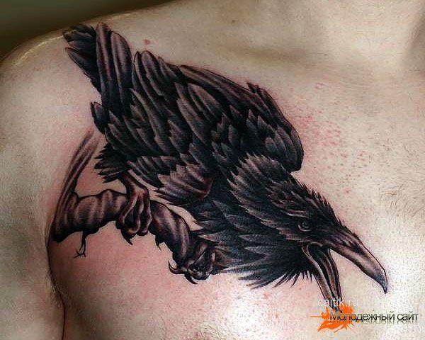 Тату ворона на запястье