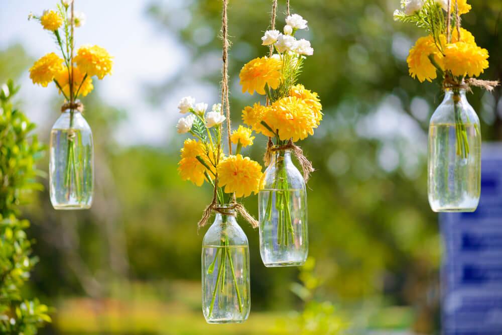 54hanging-basket-flowers Декор вазы своими руками - фото самых красивых вариантов дизайна