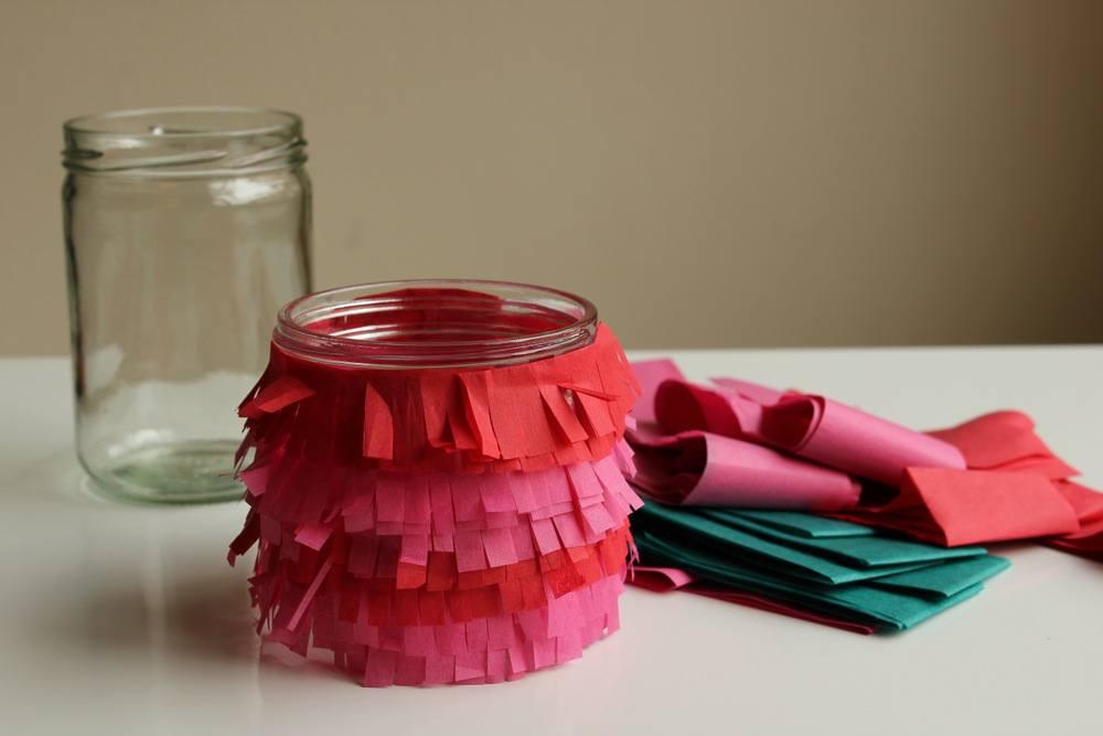 diy-fringe-vase-5 Декор вазы своими руками, декорирование высоких напольных ваз для цветов, как украсить стеклянную вазу, декор из кожи, веток
