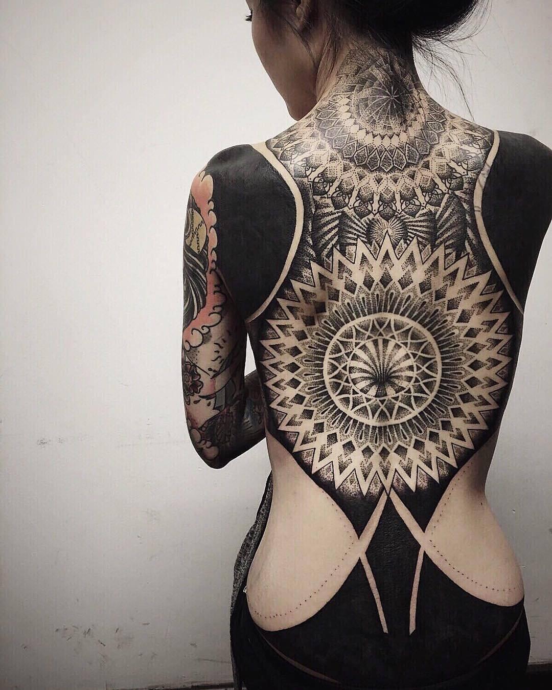Девушки полностью в татуировках 68