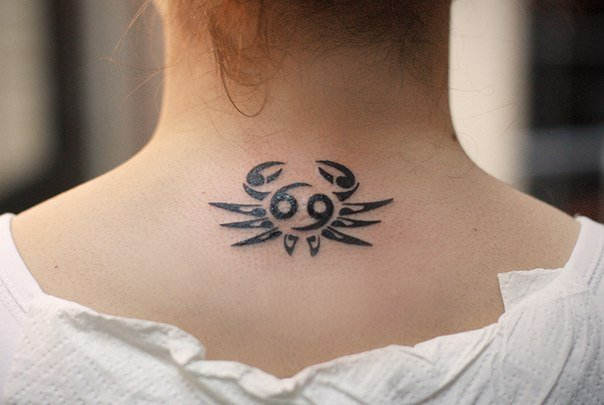 Эскизы тату знак зодиака рак для девушки