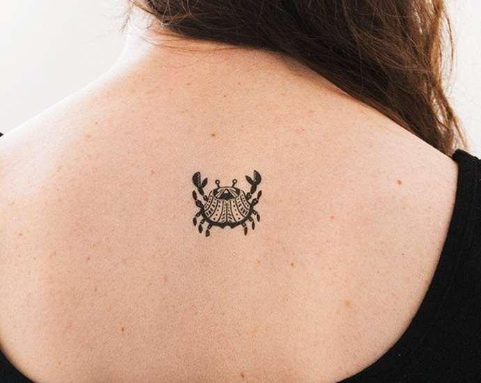 женские тату на шею с переводом и фото