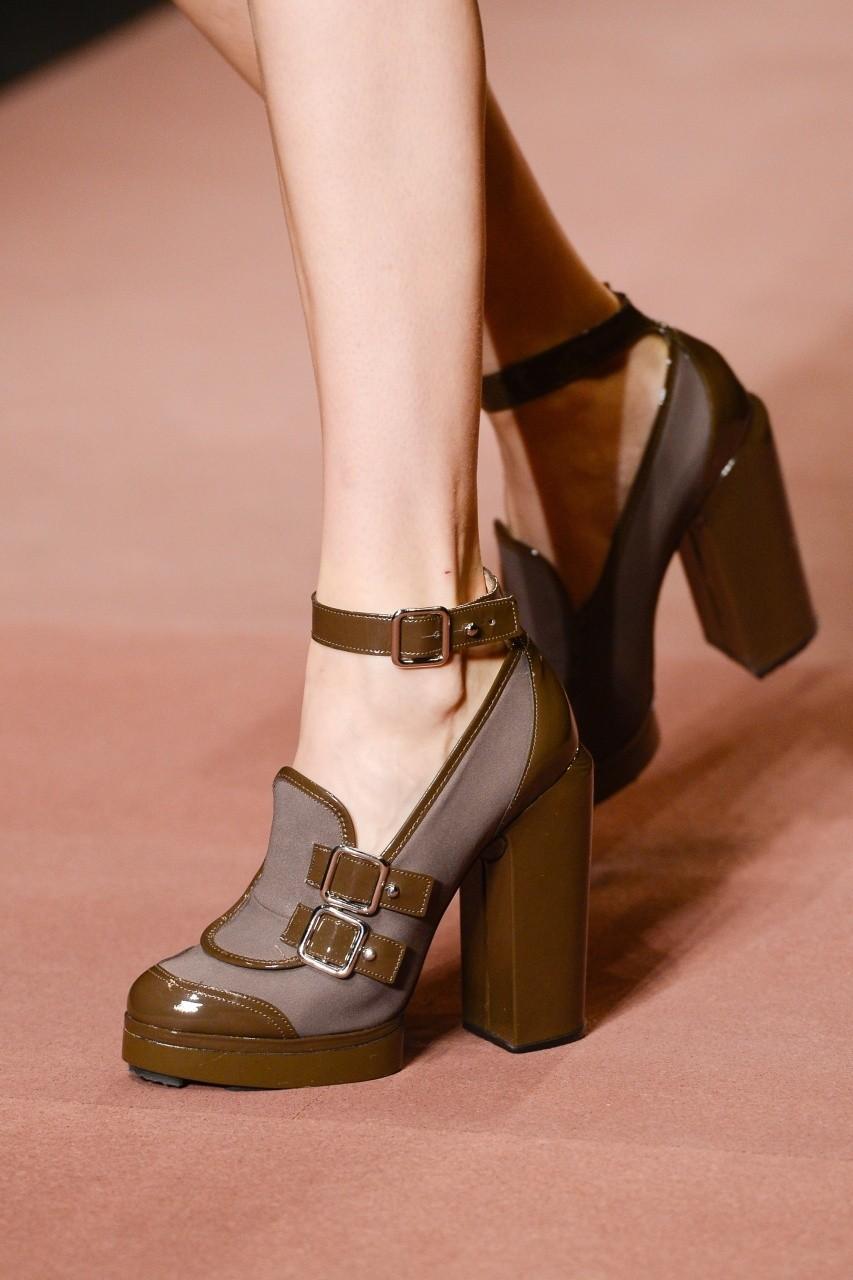 Модная женская обувь весна-лето 2018  актуальные тренды сезона. Взглянув на последние  модные показы можно придти к выводу, что дизайнеры соревнуются в ... d821c36f0f9