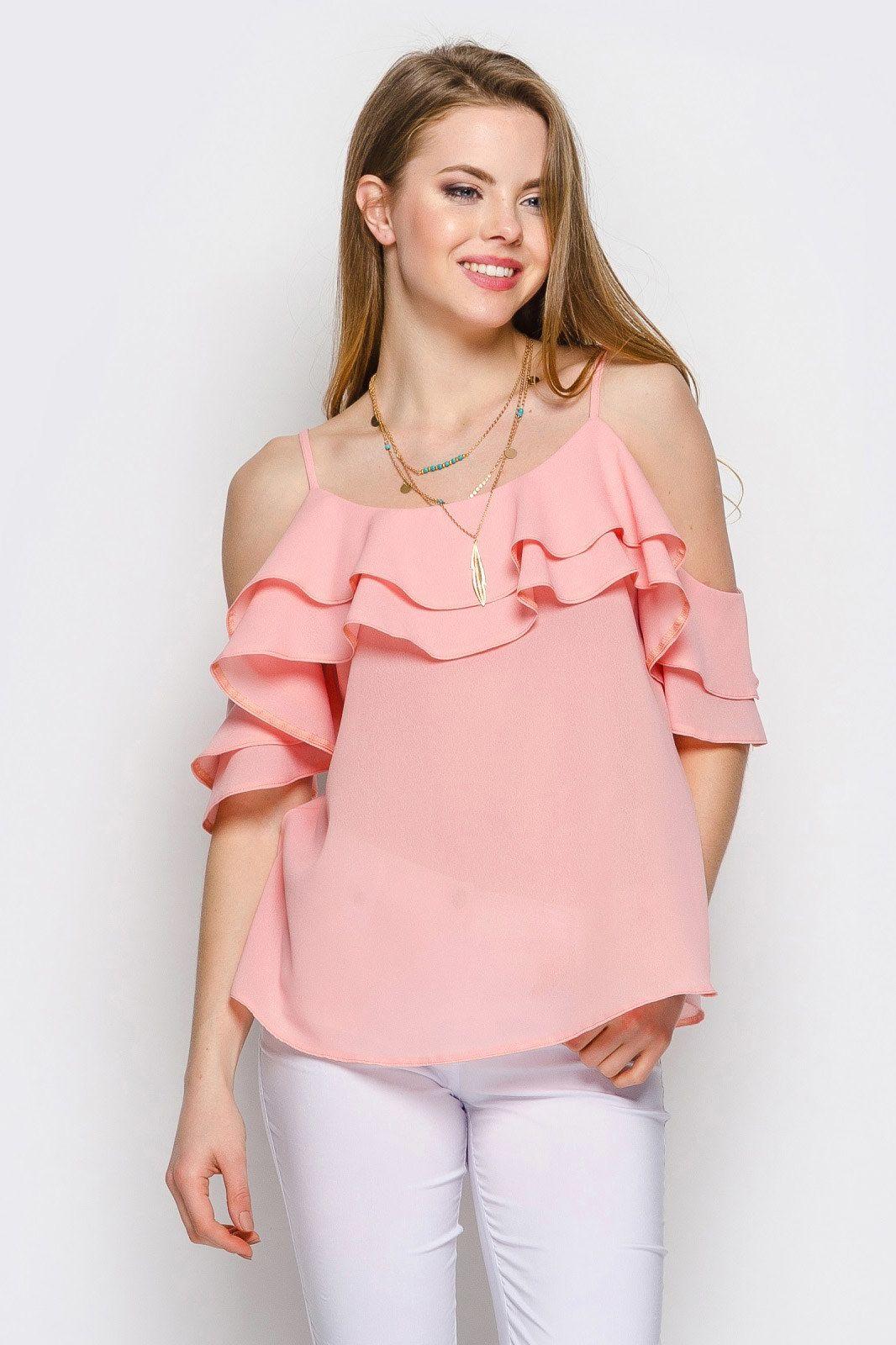 b8965c156ab Блузы с открытыми плечами – новинка весны 2018. Фасон с воланами