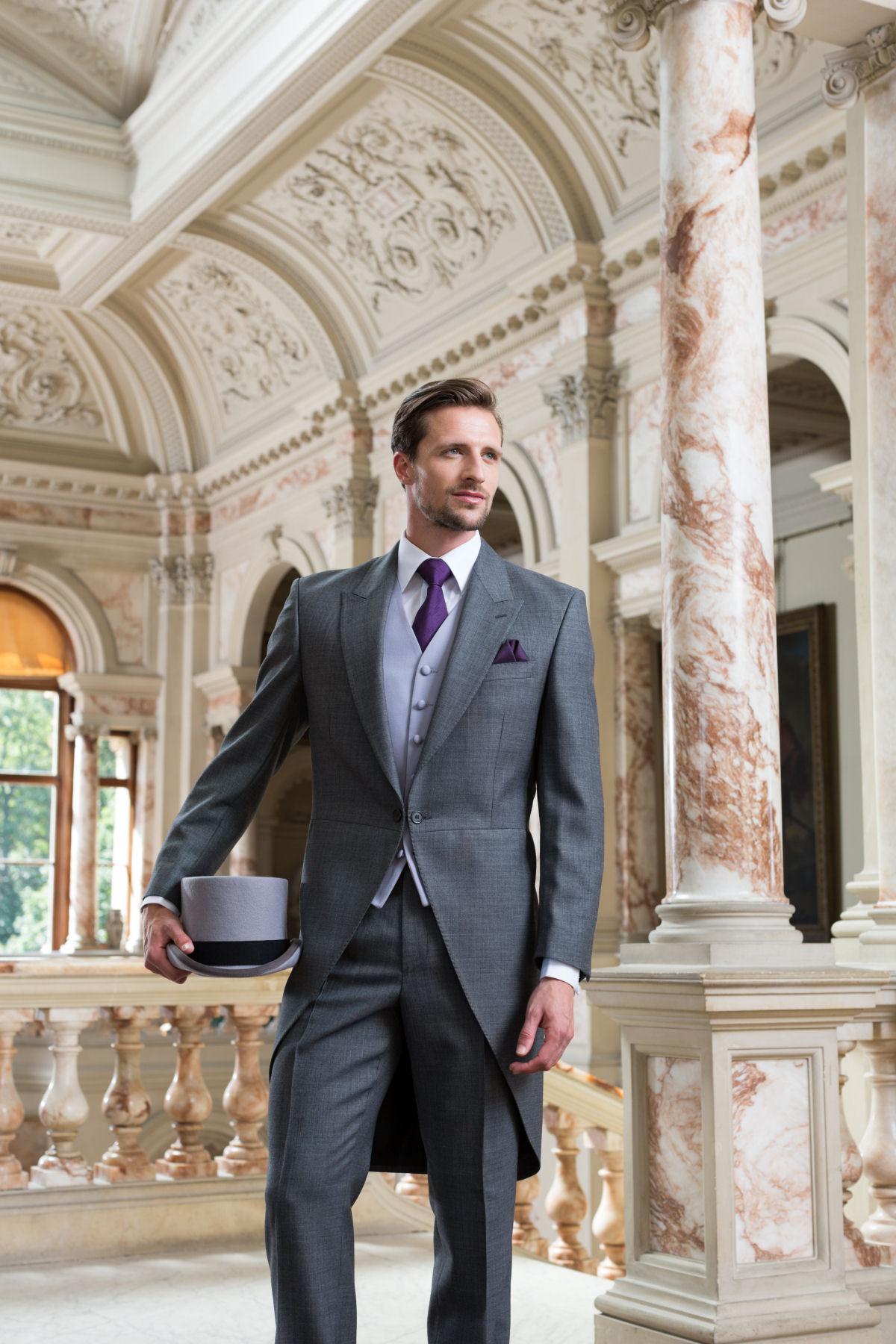 7c217cb0 Все чаще женихи выбирают модели с яркими крупными принтами, как в последних  коллекциях Giorgio Armani или используют для пошива стильную  аристократическую ...