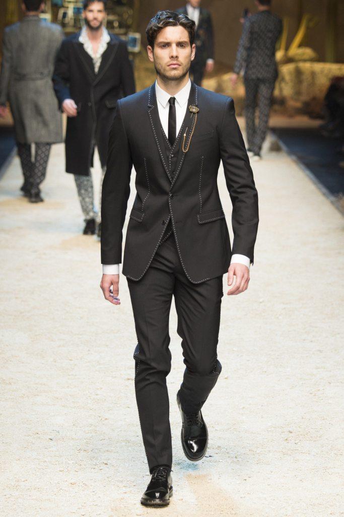 fa5e7468 Мода на мужские костюмы не стоит на месте и с каждым новым сезоном мы можем  констатировать о новых тенденциях. В моде 2018 есть несколько моделей  мужских ...