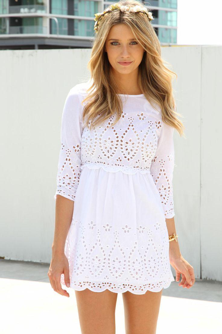f9ce72fe35d Летом 2018 популярно большое количество моделей  от классических платьев  миди до смелых и креативных фасонов. Предлагаем вам ТОП самых изящных  белоснежных ...