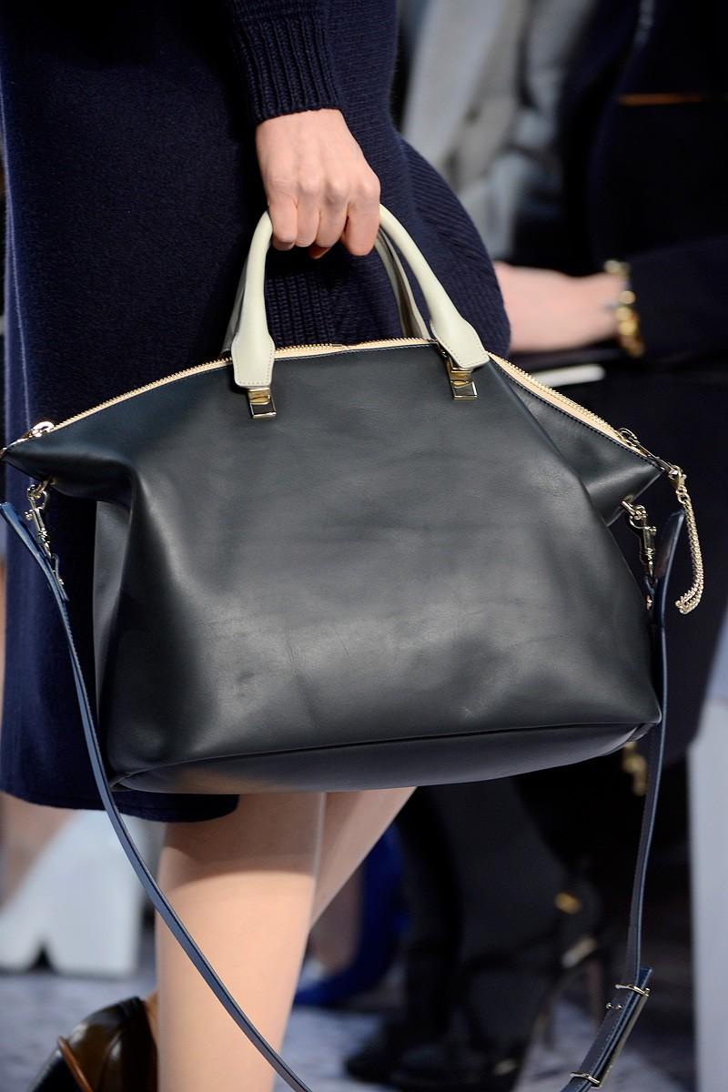 Модные сумочки с большими попками играют членом