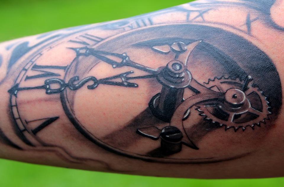 Символическое значение, которое имеет тату часы