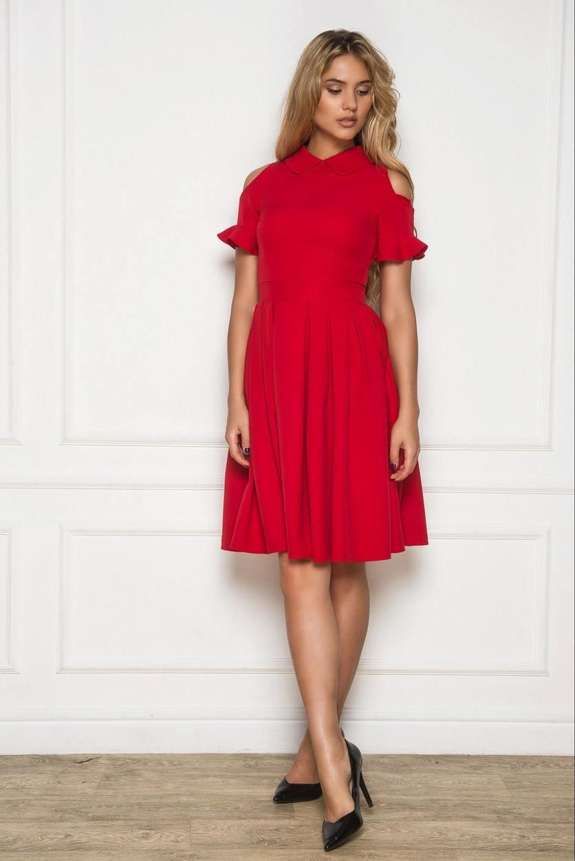 a27731a234c Под большинство моделей красных платьев подходят классические лодочки на  шпильке. Особое внимание нужно обратить на цвет обуви. Черные туфли –  классический ...