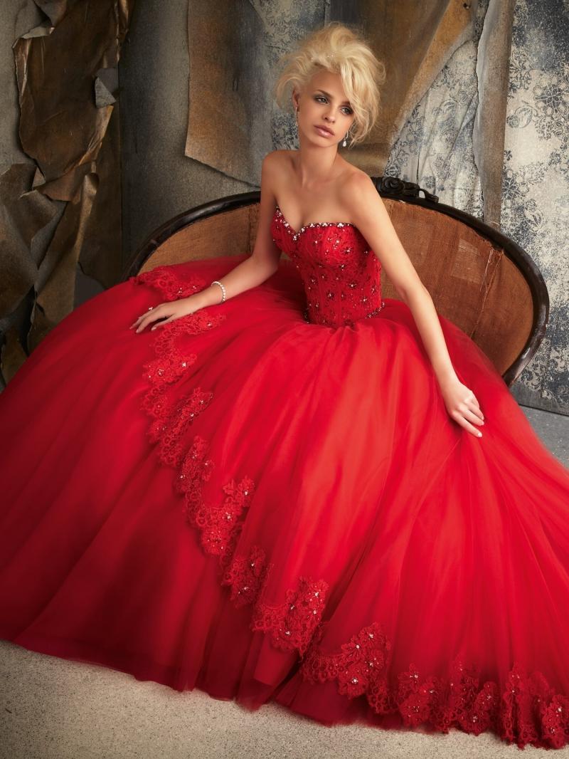 Rote Brautkleider: 19+ charmante Styles für Bräute - Confetissimo