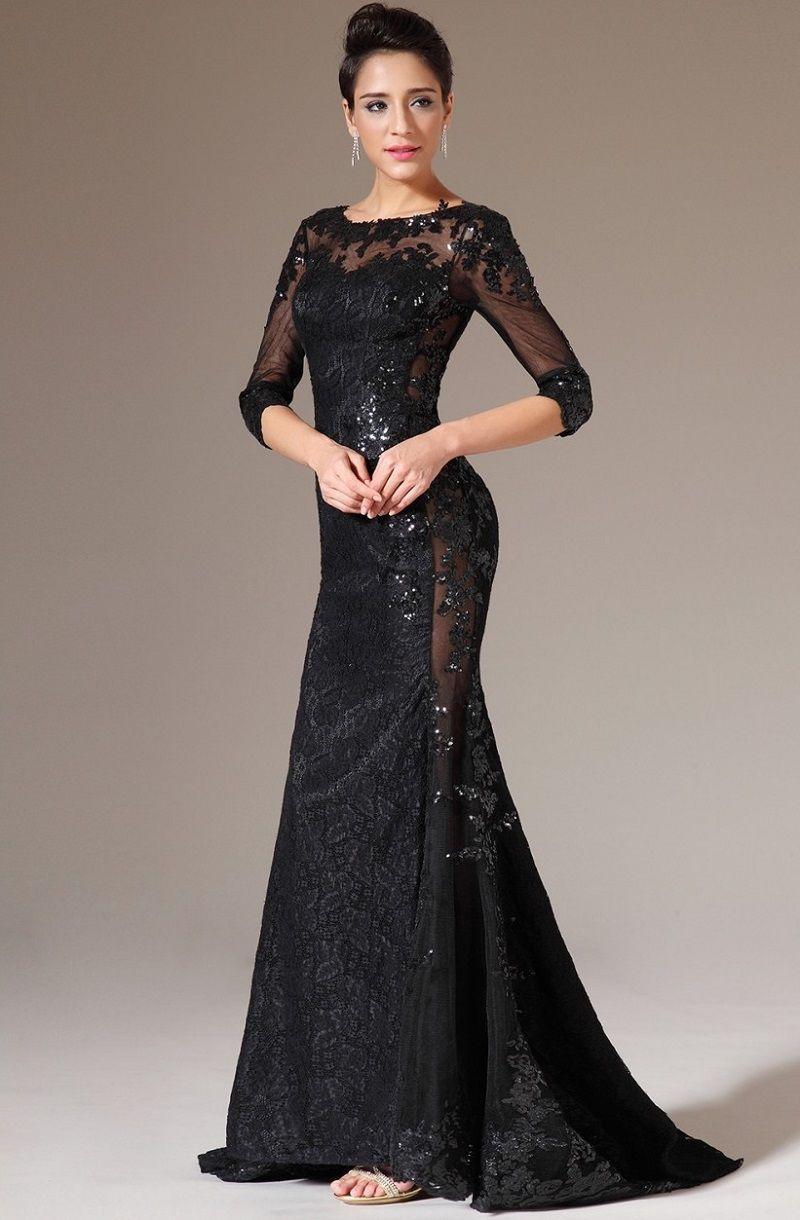 a6c3fc7ed2f Дизайнеры рекомендуют выбирать кружевные платья с вырезами на спине или в  зоне декольте. В сочетании с ажурными узорами такой прием выглядит  невероятно ...