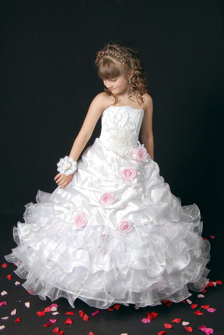 Красивые белые платья для девочек: лучшие идеи для нежных образов