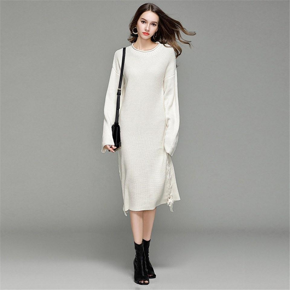 a60e7454255 В зимних образах особенно нежно и красиво смотрятся вязаные крючком или  спицами белые платья. В моде как элегантные короткие платья с мелкой  вязкой