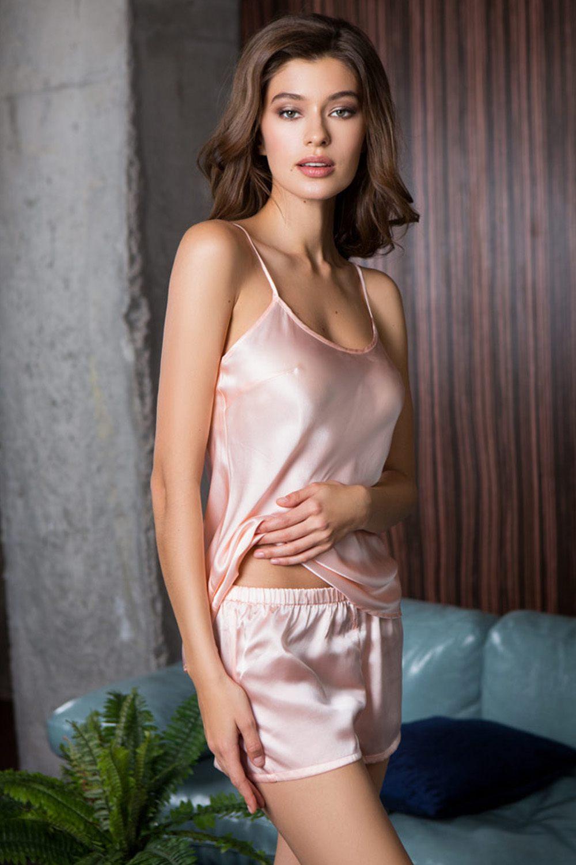 базаре женщины в шелковом белье фотосет отличается