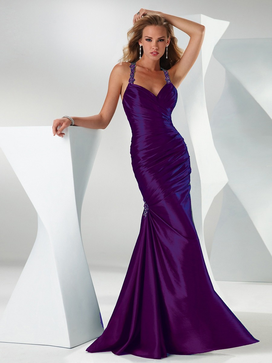 Dnes si mohou saténové šaty dovolit každé paní. Využijte této příležitosti  a doplňte svůj šatník stylovými a elegantními šaty vyrobenými z nádherného  ... e3252eeb04d