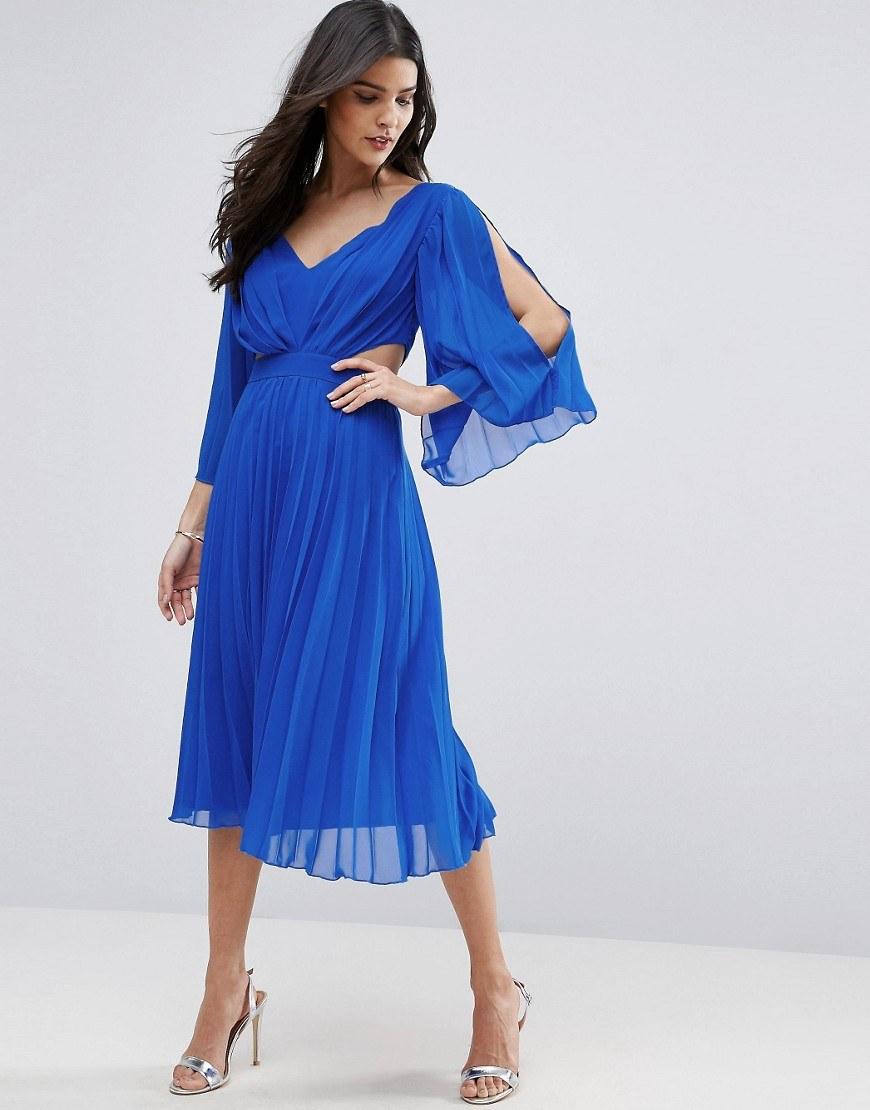 6b643cdd622 Разнообразие фасонов коротких шифоновых платьев огромно. В моде легкие  наряды с цветочными принтами в халатном стиле