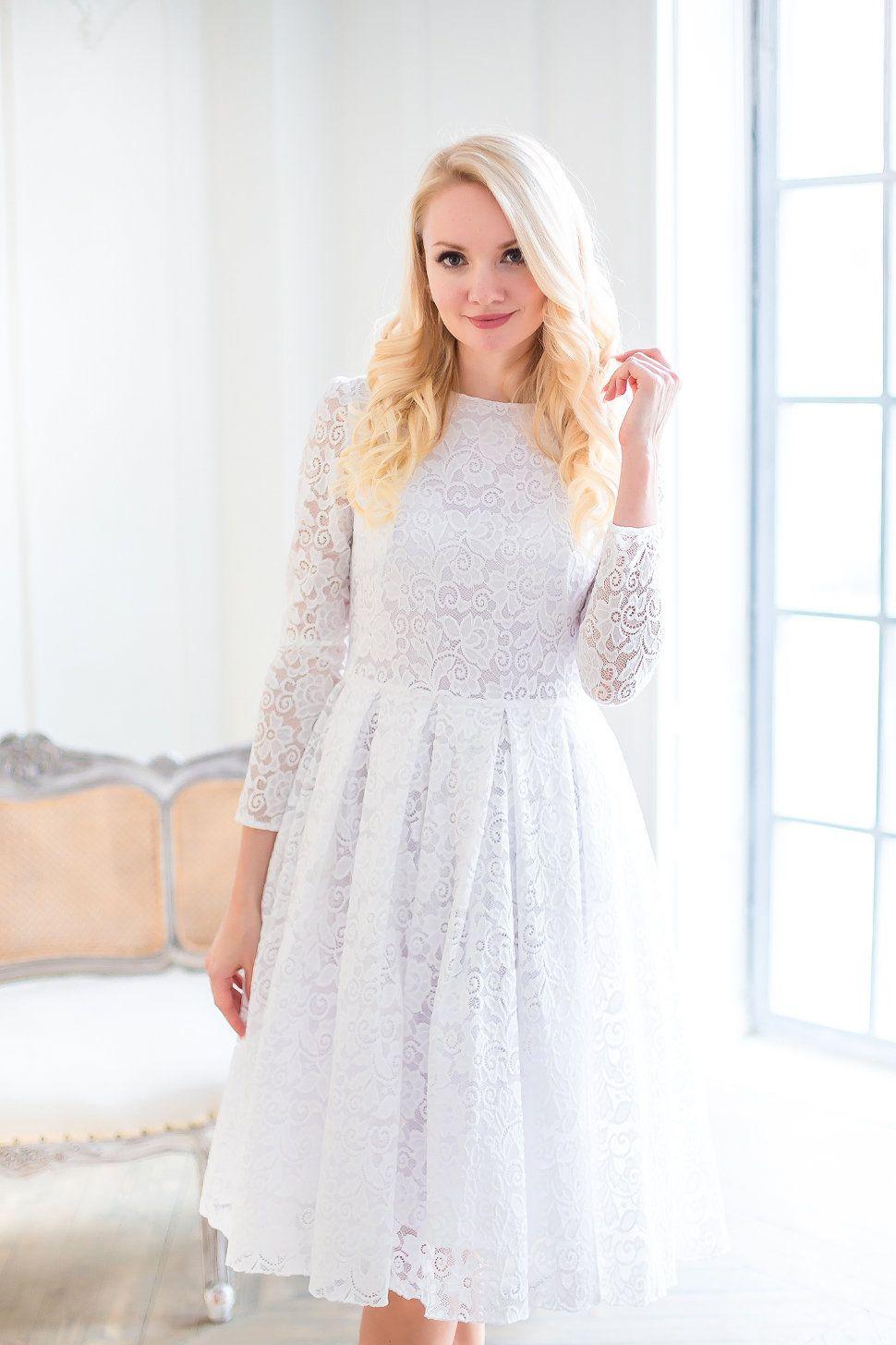 b8996c54166 Изысканные платья с кружевными вставками – это роскошное нарядное изделие