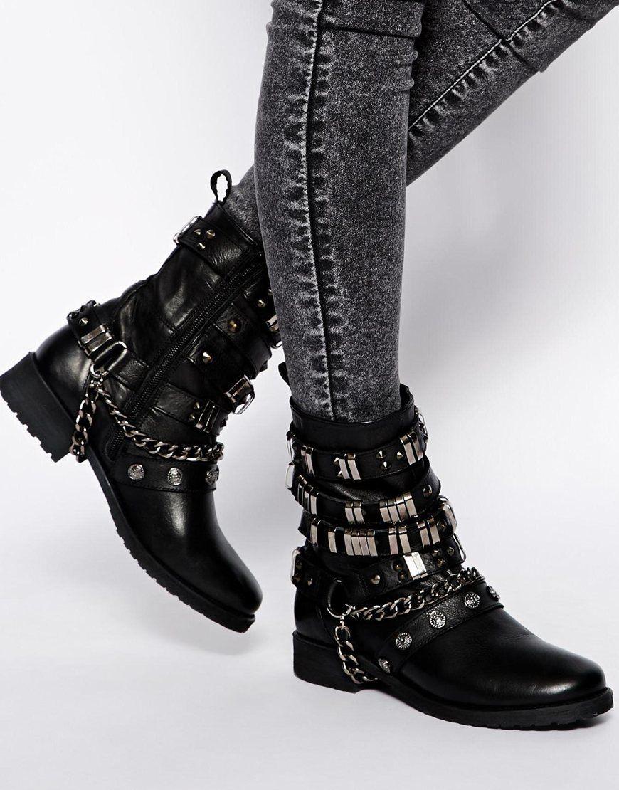 006f1b24 Ботильоны с металлическим декором – это не просто обувь, это гармоничное  сочетание грубых стальных украшений и милого женственного фасона.