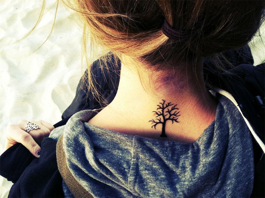 дерево на женской шее