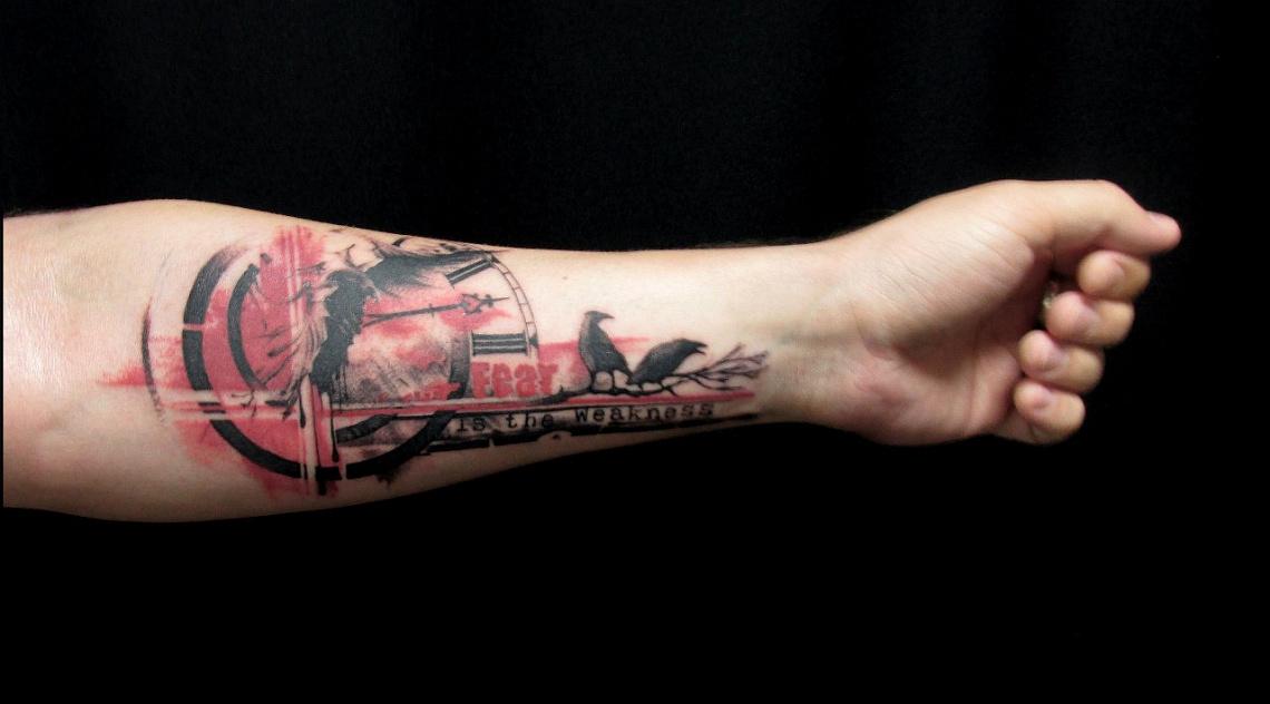 татуировка на мужском запястье