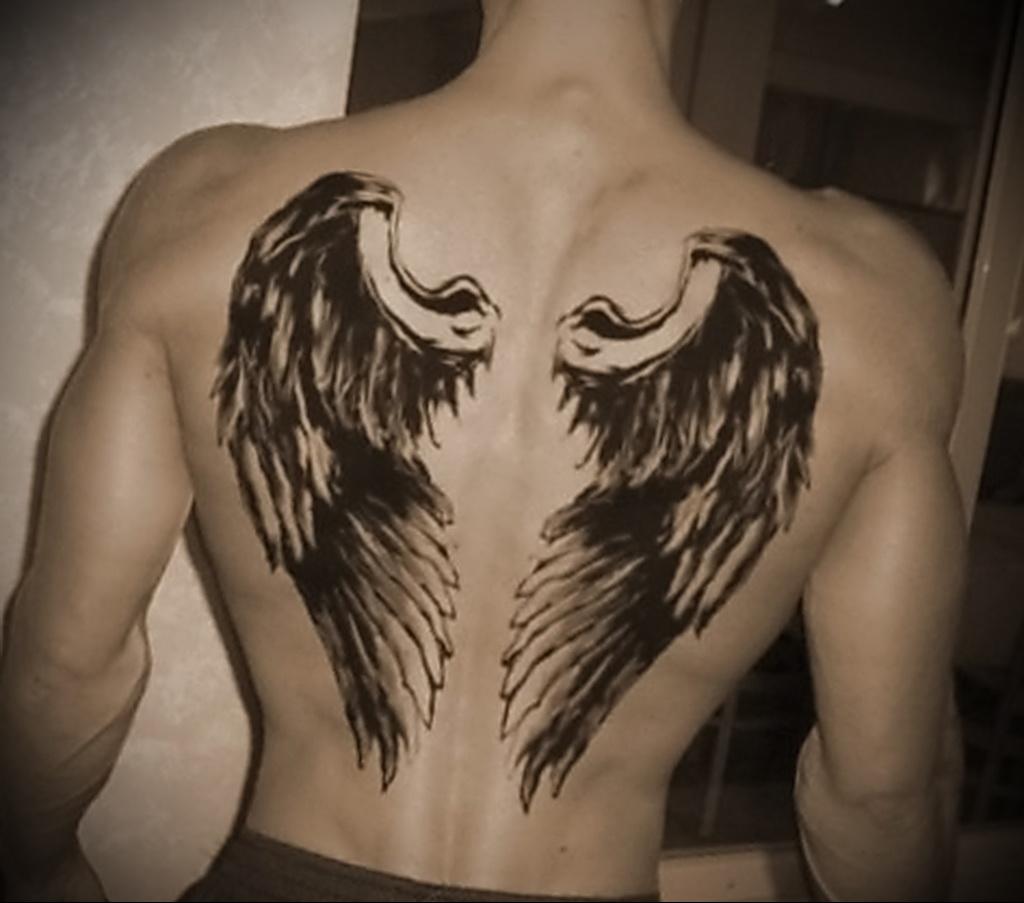 тату крылья