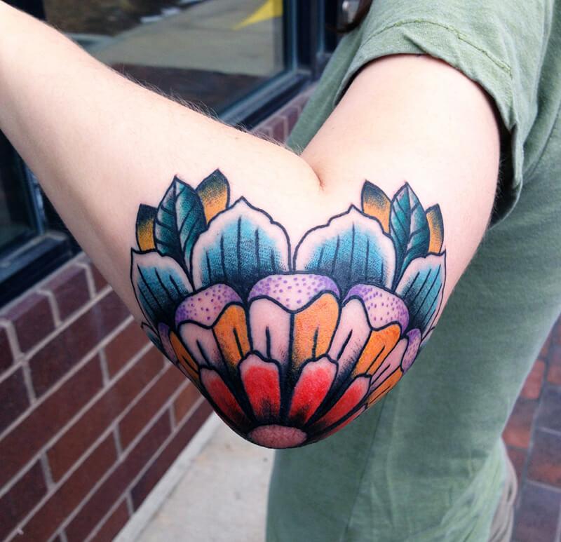 цветок на локте