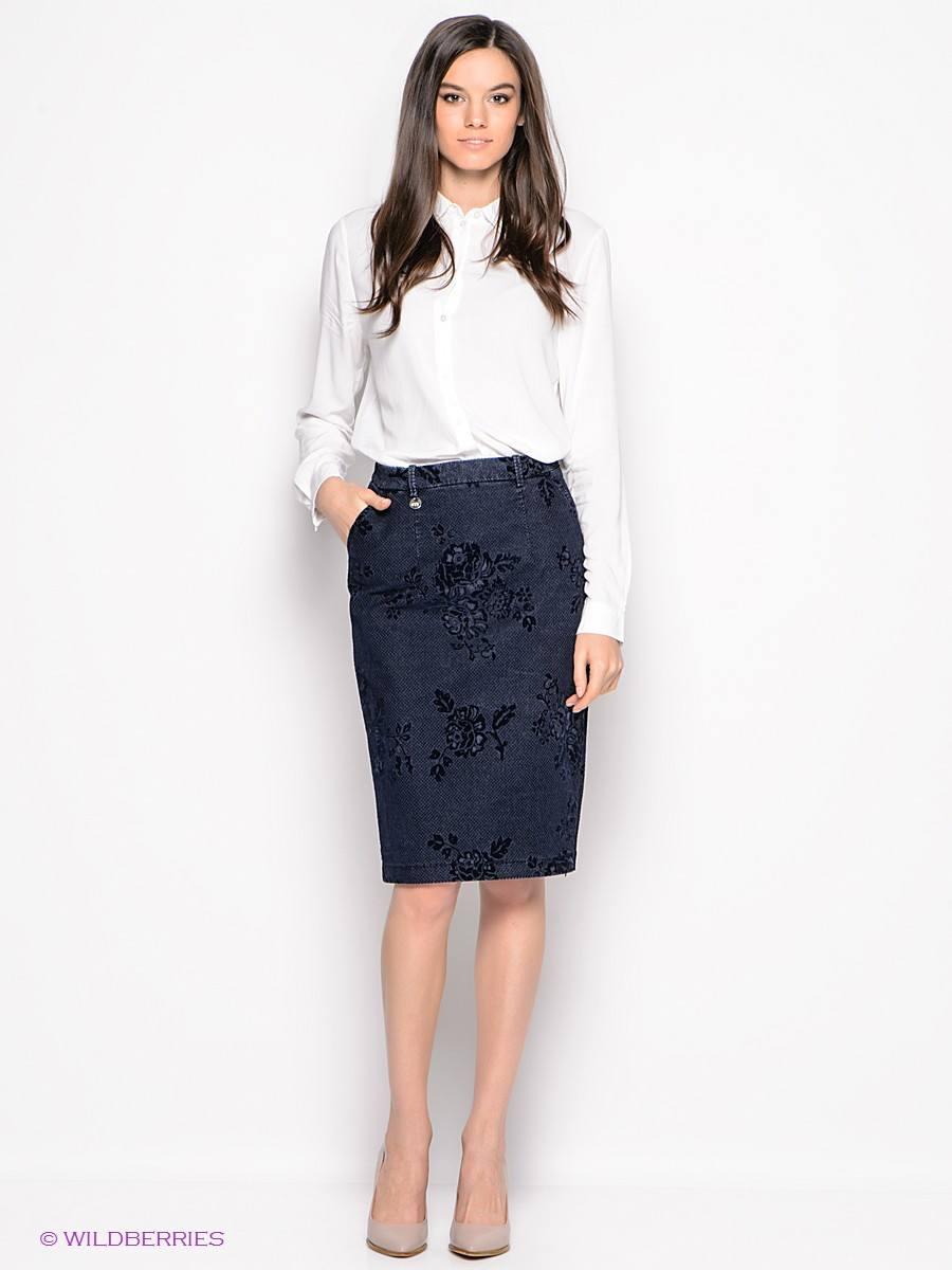 00b30dac996b Красиво выглядят модели с боковыми карманами и ремешками на поясе. Школьную  юбку-карандаш нужно комбинировать с ...