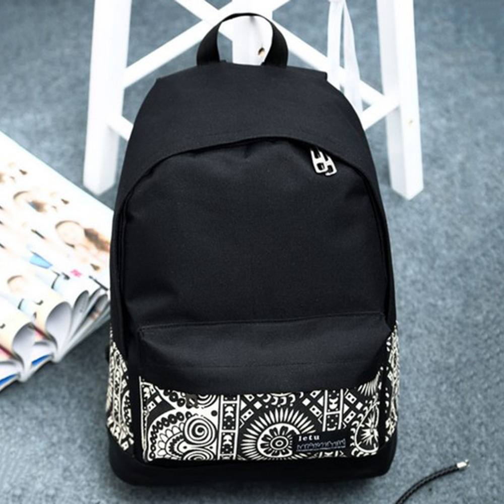 33fad75b0296 Тканевые рюкзаки для девочек также подразделяются по весовой категории.  Важно подобрать легкий рюкзак, ведь в него будут помещаться и без того  тяжелые ...