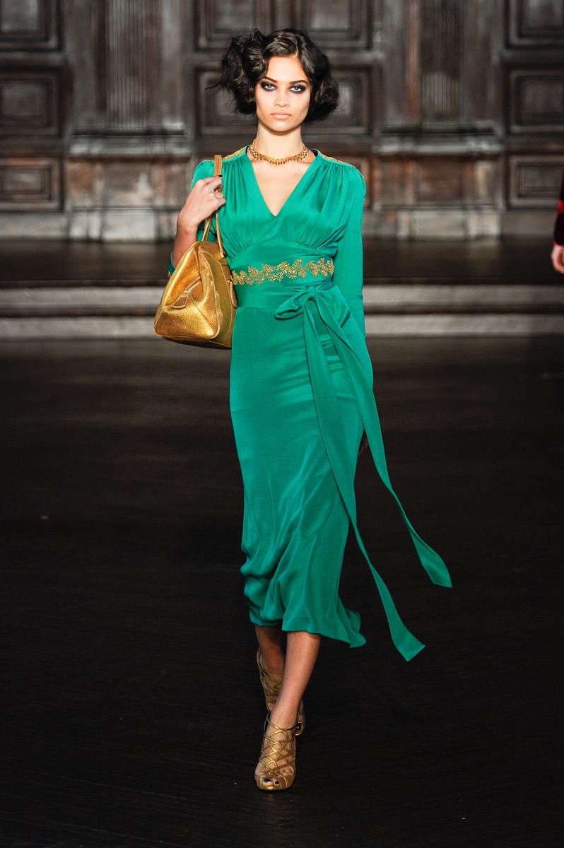 образ в зеленом платье фото специальные корреспонденты провели