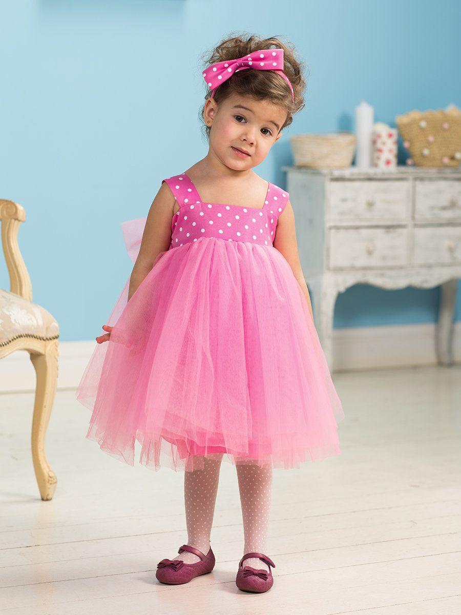 02945ab5a5a92f3 ... платья с пышной юбкой. Такой фасон наиболее уместен на девочке 3 лет,  выглядит красиво и нежно. Что касается расцветок, то выбирайте однотонные  модели в ...