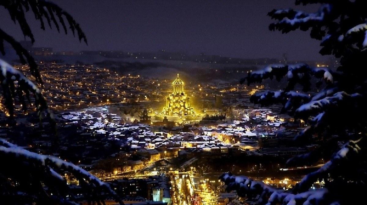 белым картинки грузинские с новым годом часто бывает так