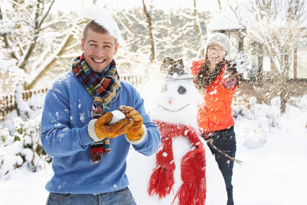 новогодние картинки люди в снегу нашли одну книгу