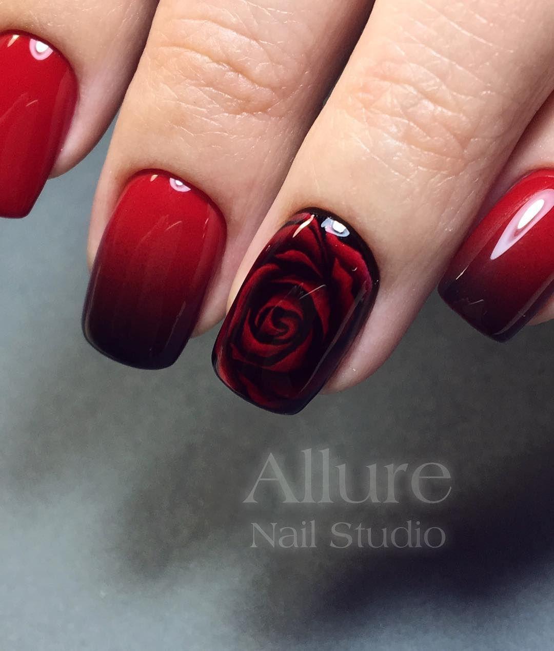 Маникюр розы красные на черном фоне