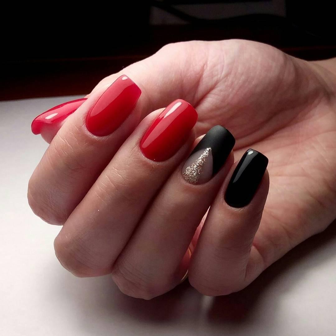 Маникюр с красным лаком и черным френчем
