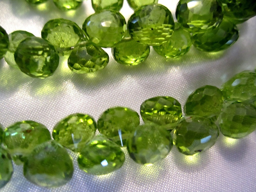 Зеленые камни картинки