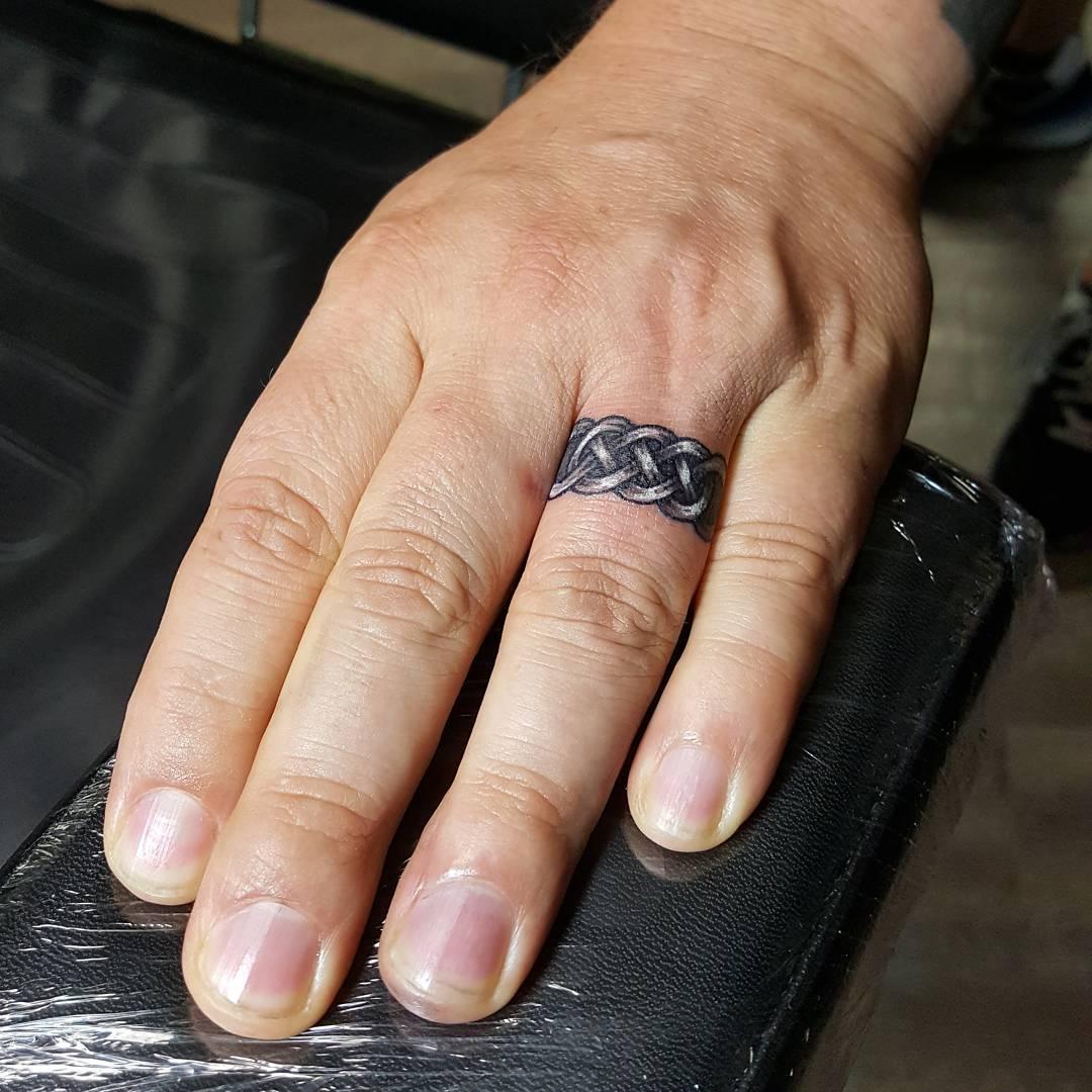 развода родителей тату перстни на пальцах фото давали
