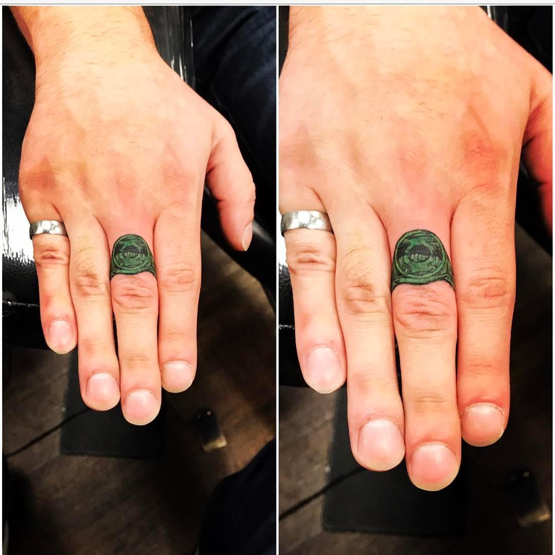 тату перстни на пальцах фото сравнении моделью