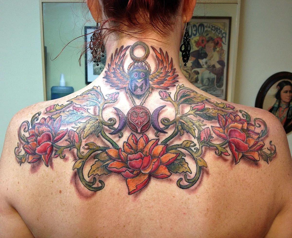 фото цветные тату на спине том, какие