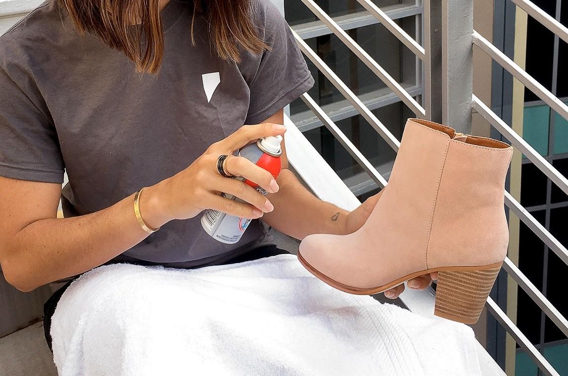 Как почистить светлую замшевую обувь