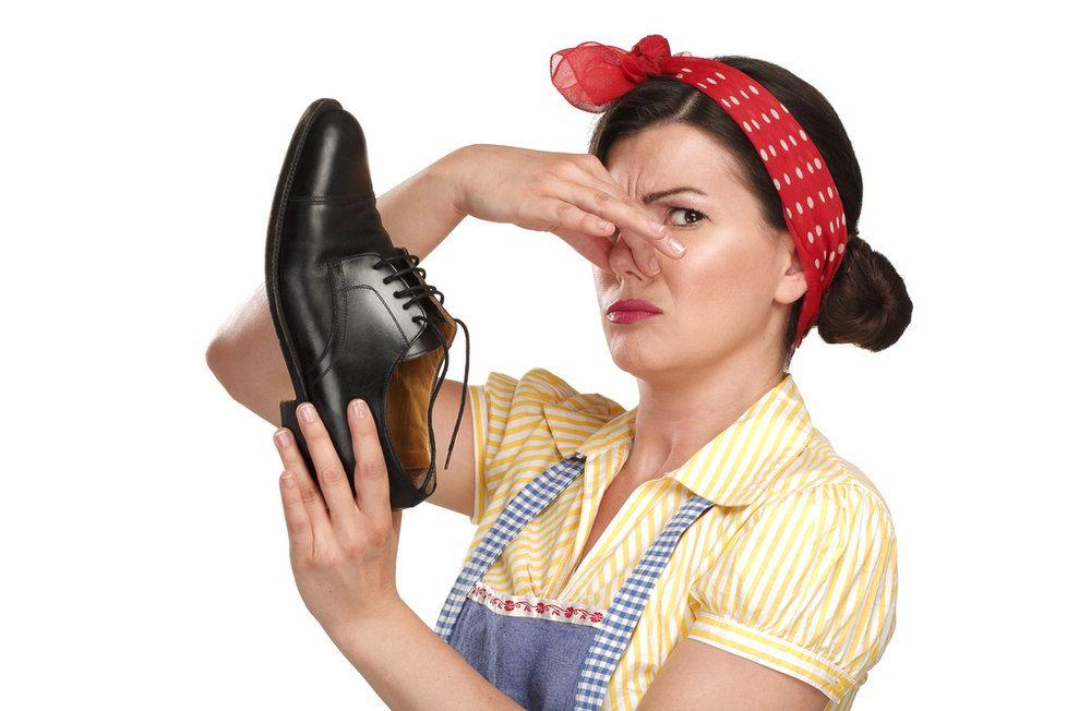 Как избавиться от неприятного запаха обуви? Самые действенные методы