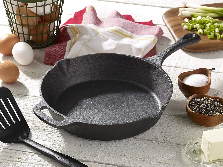 Пригорает чугунная сковорода – что делать?