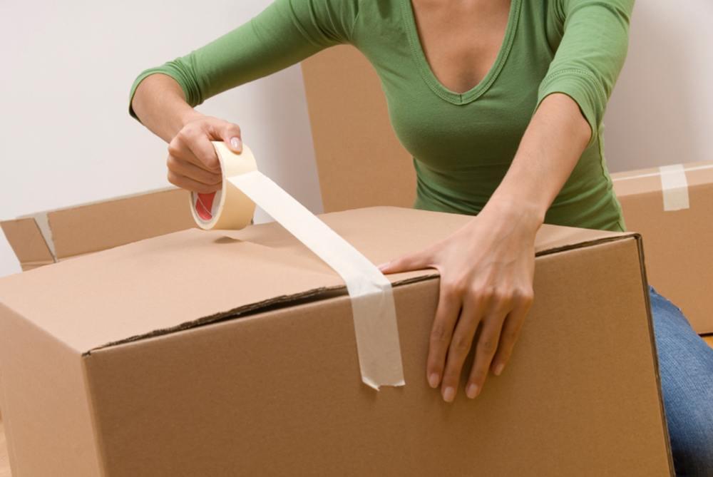 Как и во что упаковать вещи при переезде