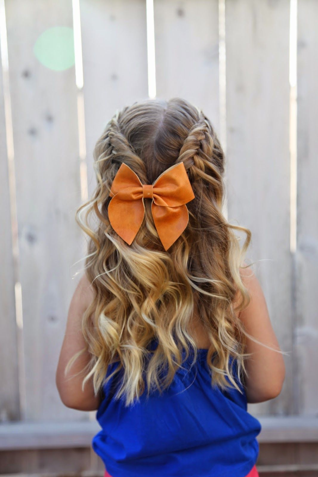 Как красиво уложить кудрявые волосы: Стильные варианты на фото