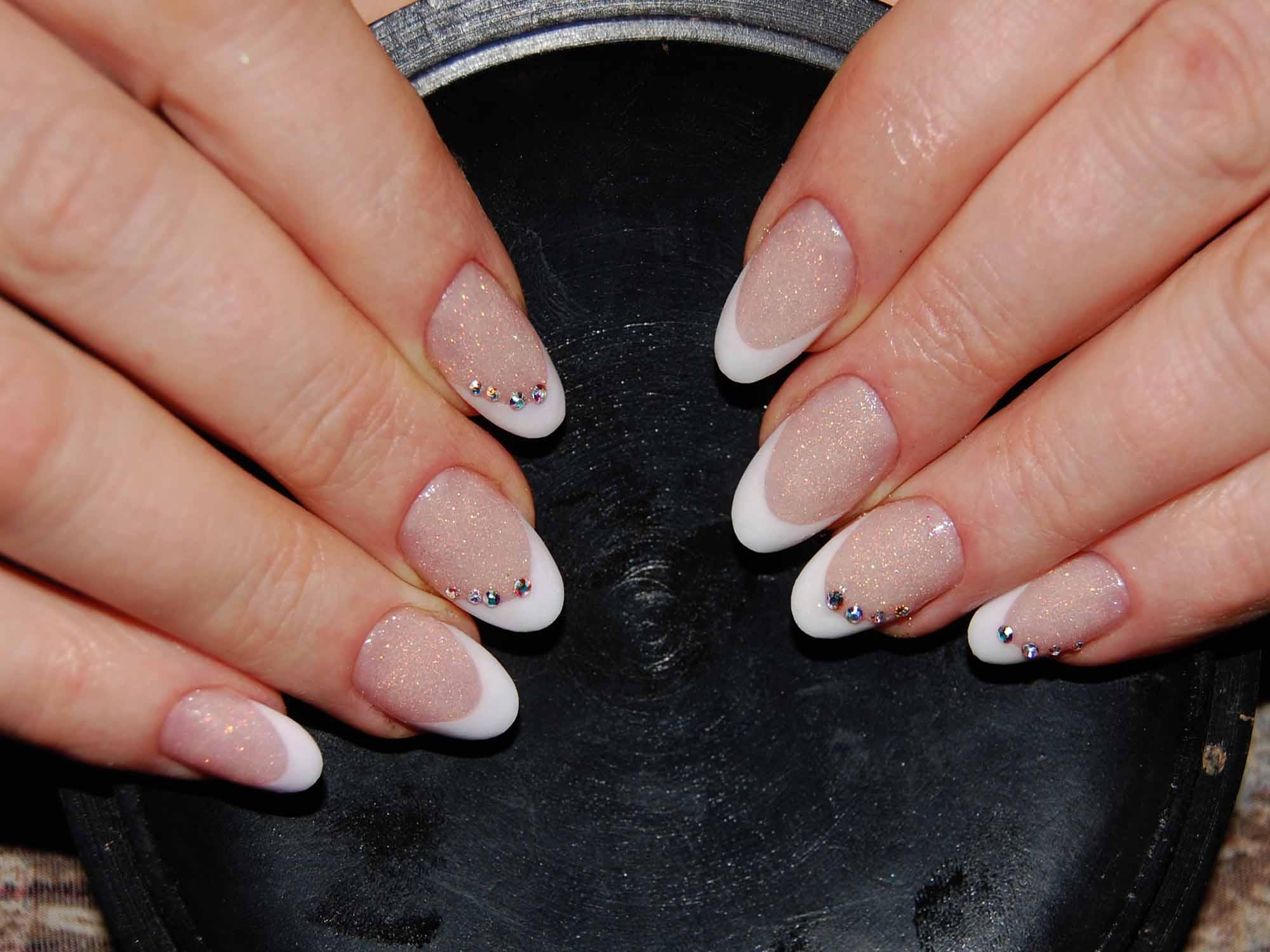 картинки нарощенных ногтей овальной формы фото подчеркнул