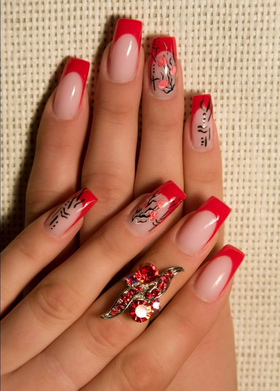 Красный френч на ногтях с рисунком фото