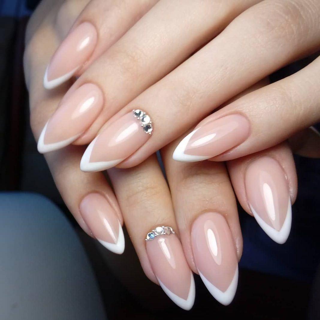 Фото маникюра нарощенных ногтей миндалевидной формы